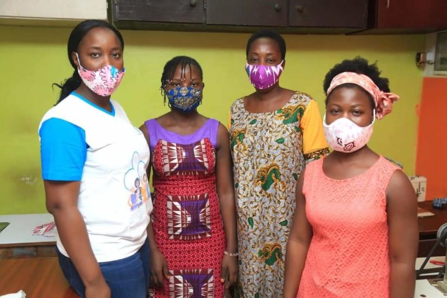 Sarte incaricate del confezionamento delle mascherine